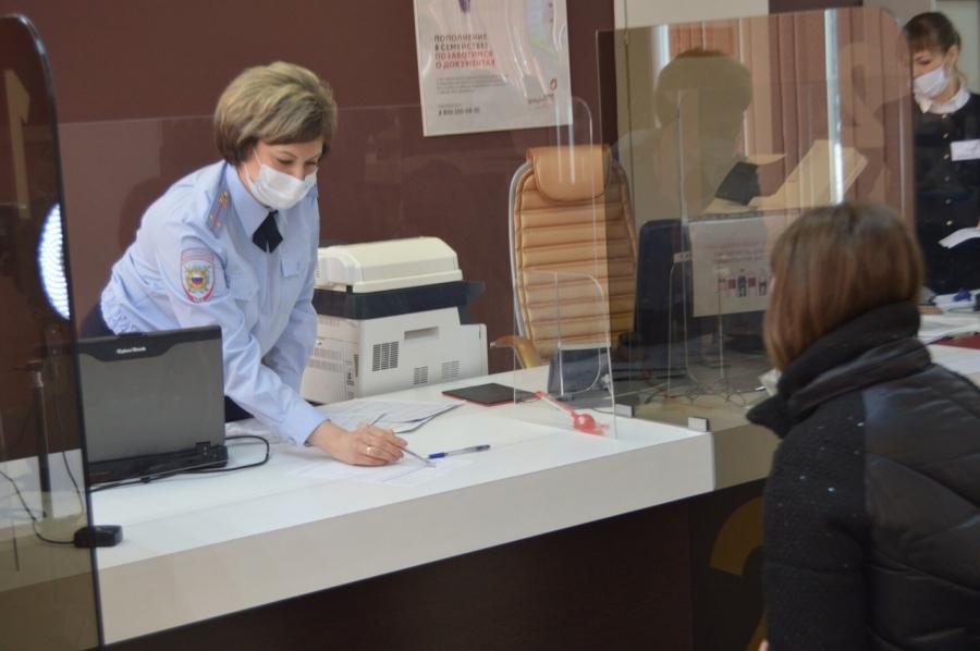 Полицейские рассказали гражданам о государственных услугах в сфере миграции