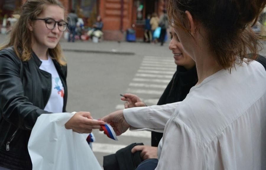 В День России волонтеры раздадут жителям Томской области ленты с триколором