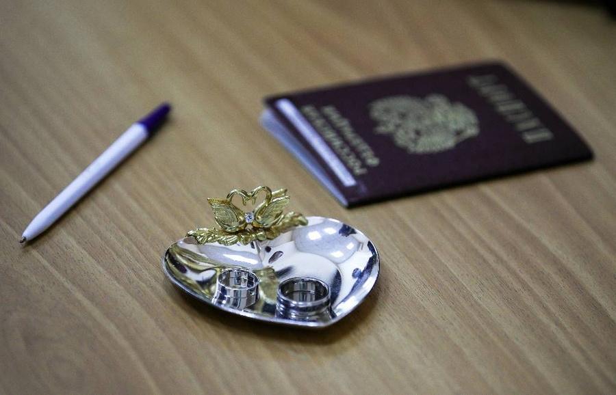 Паспортный штамп о браке отменили: Покупать квартиры теперь стало опаснее
