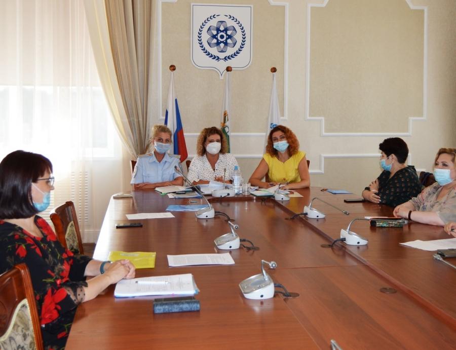 Полицейские приняли участие в заседании комиссии по делам несовершеннолетних