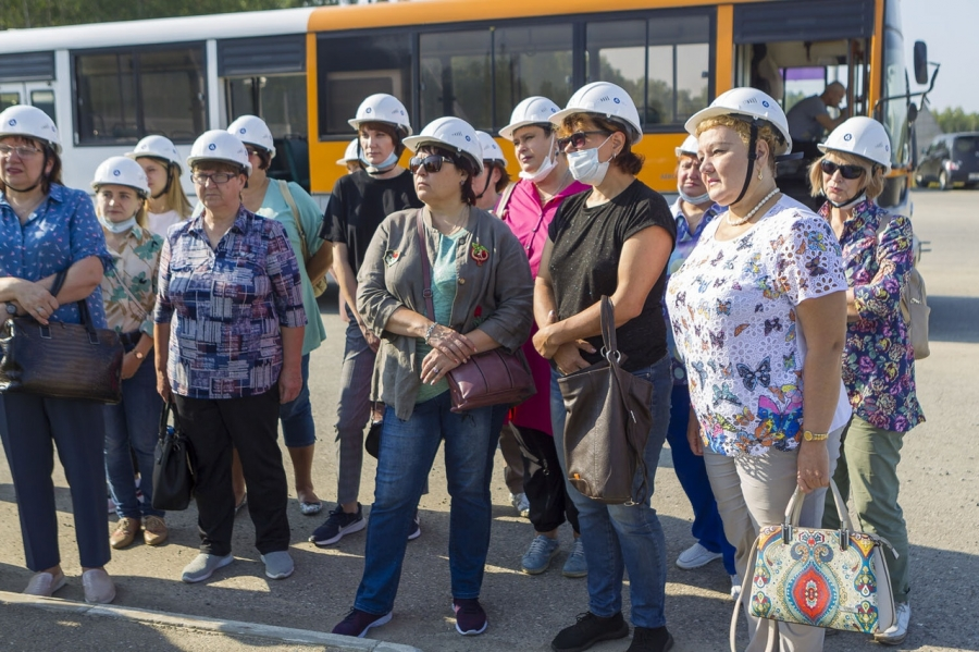Учителя физики СХК посетили стройплощадку ОДЭК