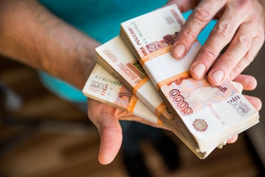 В Томской области самые высокие зарплаты у специалистов из сферы добычи сырья, строителей и медиков