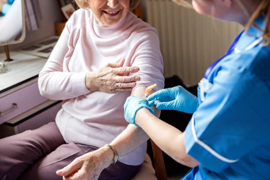 В Северске началась вакцинация на дому от коронавируса