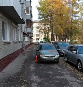 17-летний северчанин попал под колеса автомобиля во дворе