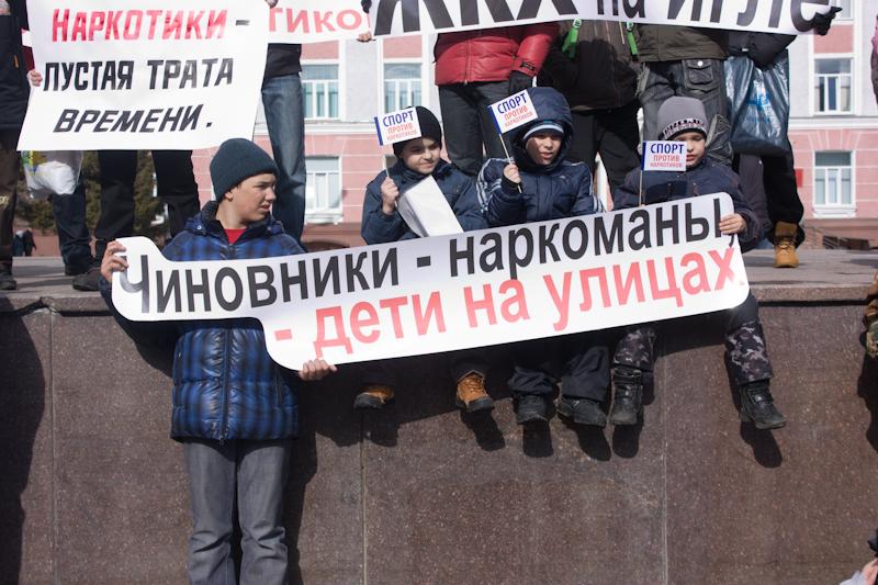 Фотографии с антинаркотического пикета. Северску не быть городом-героином!