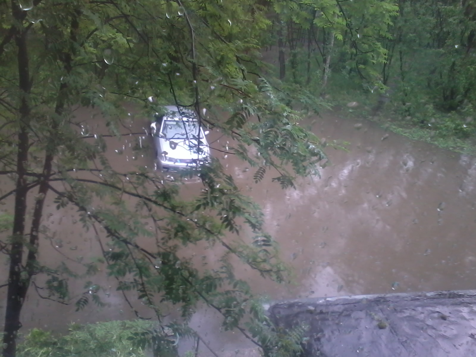 На Лесной 12Б потоп :)