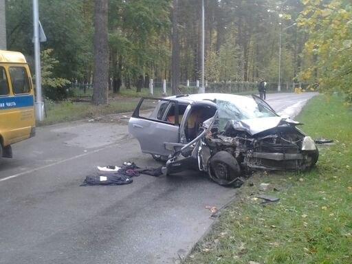 В Северске машина дважды врезалась в столб