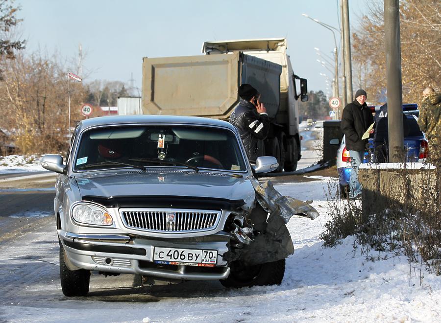 Гололед на Северной автодороге. Волга против Volvo